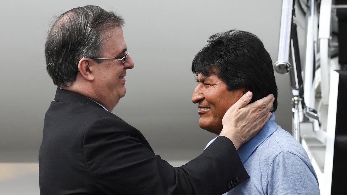 Las opiniones divergentes que surgieron en México tras conceder asilo político a Evo Morales