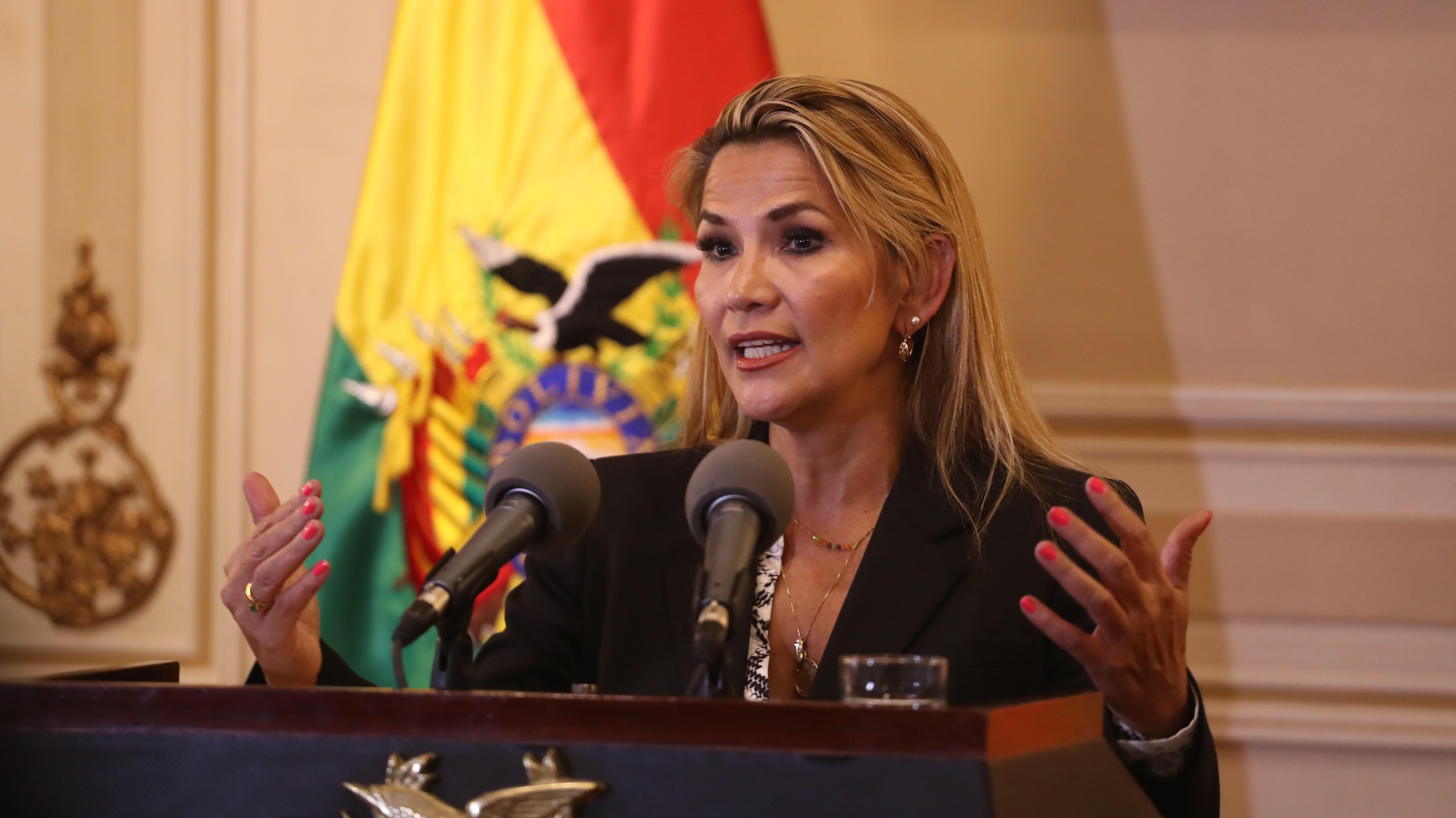 """Presidenta interina de Bolivia desmiente a Morales y asegura que en el país """"no hay un golpe de Estado"""""""