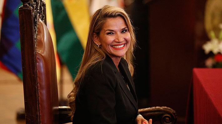 La presidenta interina de Bolivia nombra un gabinete de urgencia