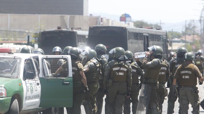 """Carabineros aseguró que la  noche estuvo """"más tranquila que la de ayer"""" y reportó 187 personas detenidas por saqueos"""
