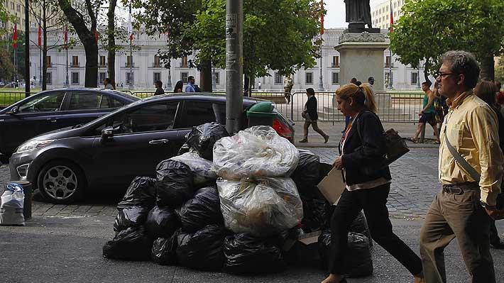 Acceso a baño y mejoras en salarios y salud: Las demandas de los recolectores de basura paralizados