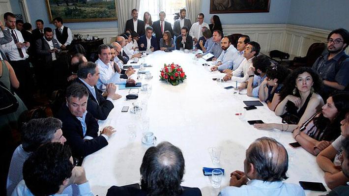 Chile Vamos propone porcentaje de integrantes elegidos por la nueva convención constituyente y PS rechaza idea