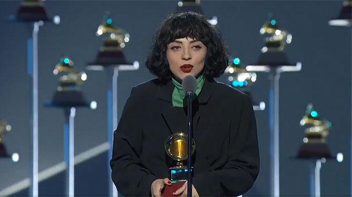 El mensaje de Mon Laferte al pueblo chileno tras ganar el premio a Mejor Álbum Alternativo en los Grammy Latino 2019