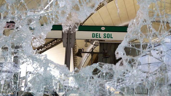 Detienen a joven de 22 años por incendios, daños y robos a estación de Metro Del Sol