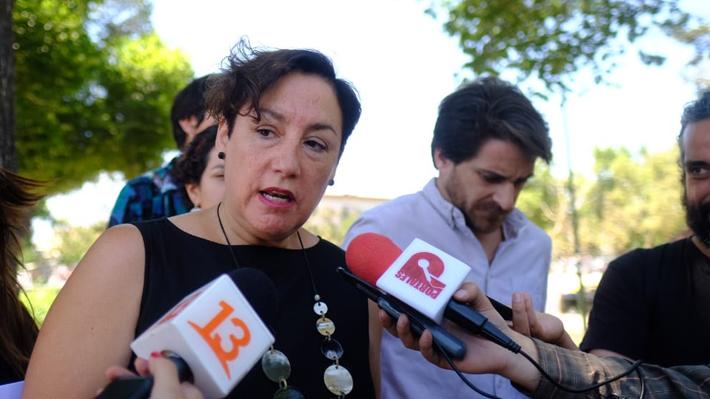 Manifestantes interrumpen actividad de Beatriz Sánchez y dirigentes del FA por firmar acuerdo constitucional