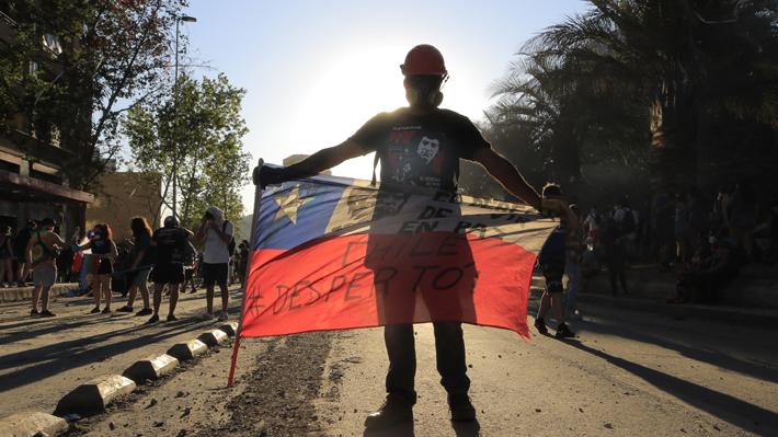 Carabineros reporta más de 15 mil detenidos y 131 cuarteles atacados desde el inicio de la crisis social hace un mes
