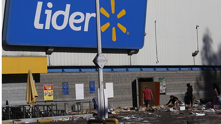 """Walmart Chile dice que """"no pretende, ni ha pretendido, responsabilizar al Estado por los daños ocurridos en sus locales"""""""