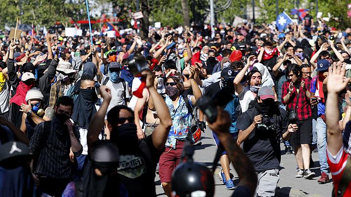 Las cifras económicas y los cambios en las proyecciones para Chile a un mes del inicio de la crisis social