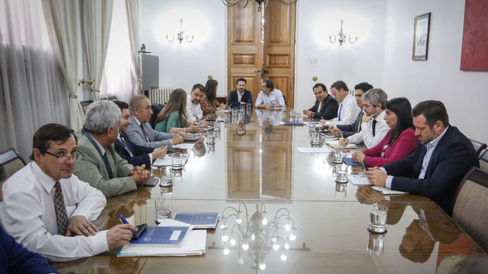 """""""Intenso"""" comité político: Pensiones y nueva Constitución generan diferencias entre Chile Vamos y el Gobierno"""