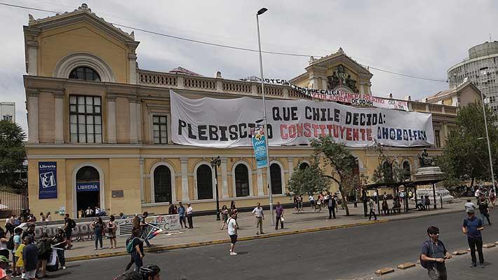 """Rector de la U. de Chile advierte que toma de la Casa Central """"deslegitima a la universidad"""""""