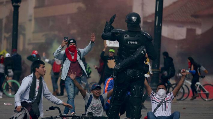 """Duque ordena """"investigación urgente"""" y """"determinar responsabilidades"""" por joven herido en marchas en Colombia"""