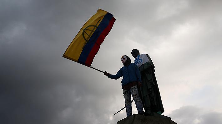 Cientos de personas marchan nuevamente en Bogotá en reclamo por joven que fue gravemente herido en una protesta