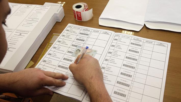 ¿Menores de 18 años a las urnas?: El debate por la propuesta para que adolescentes voten en el proceso constituyente