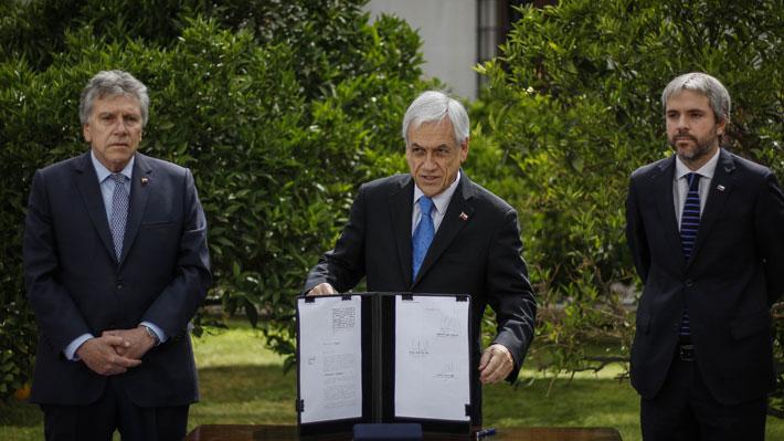 Presidente firma proyecto sobre las FF.AA. y anuncia un plan de reconstrucción por crisis social