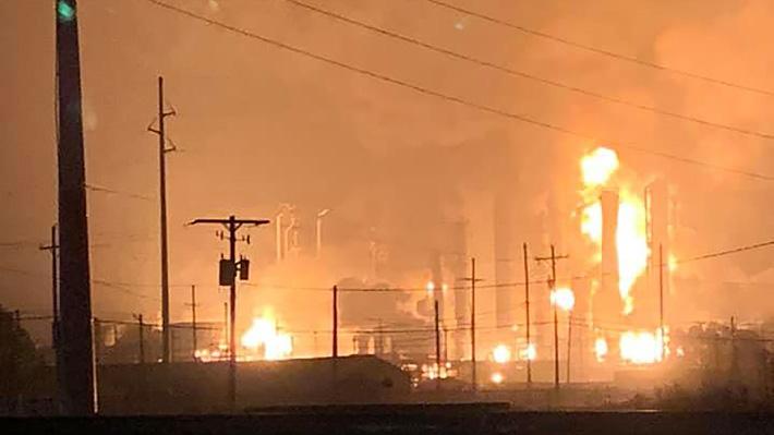 Enorme explosión afecta a una planta química en Estados Unidos