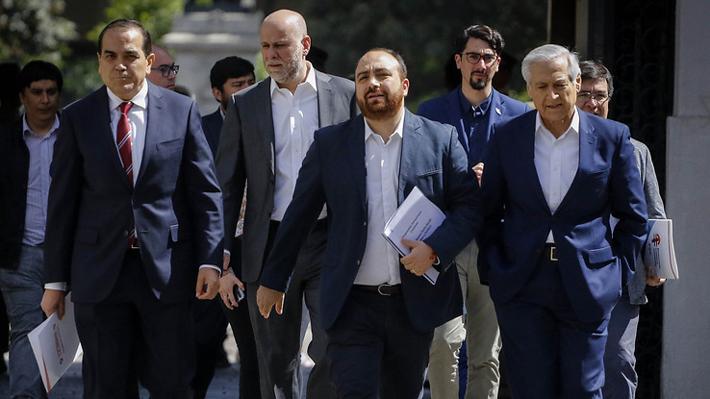 """Líderes de la oposición condenan vandalismo e interpelan al Gobierno: """"Es necesario frenar la espiral de violencia irracional"""""""