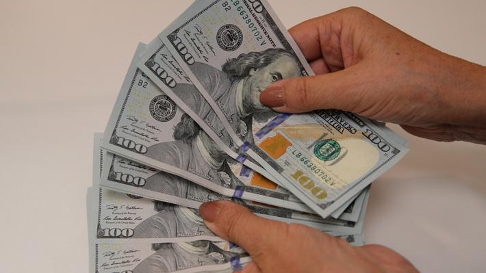 Dólar se hunde cerca de $30 tras histórica intervención del Banco Central