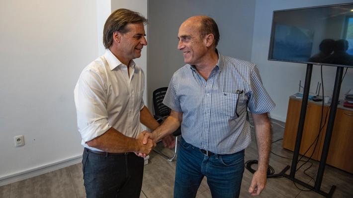 Presidente electo de Uruguay Luis Lacalle y el opositor Daniel Martínez se reúnen tras elecciones