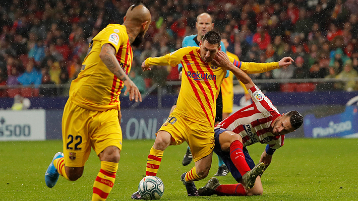 Vidal jugó en triunfazo del Barcelona ante el Atlético que lo mantiene junto al Madrid en la cima de la Liga