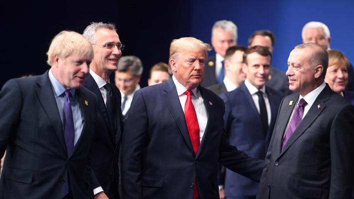 Video muestra a líderes de la OTAN bromeando por las largas ruedas de prensa de Trump