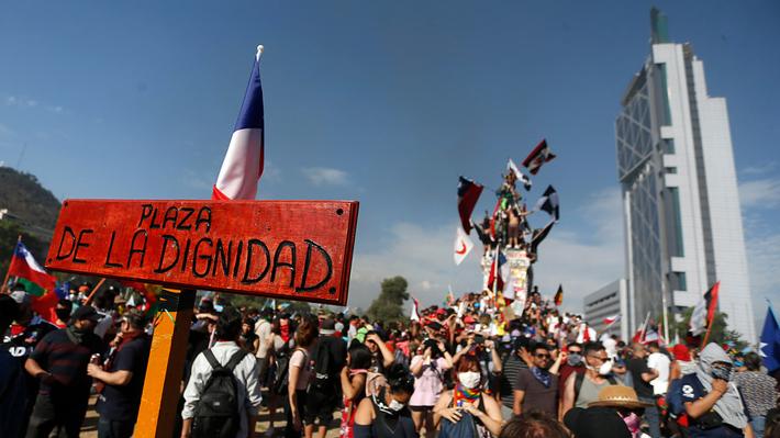 Los escenarios que abre la moción presentada para cambiar el nombre de Plaza Baquedano a Plaza de la Dignidad