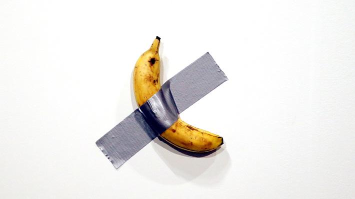 Insólita obra hecha con un plátano se vende por más de 120 mil dólares en importante feria de la Semana del Arte en Miami