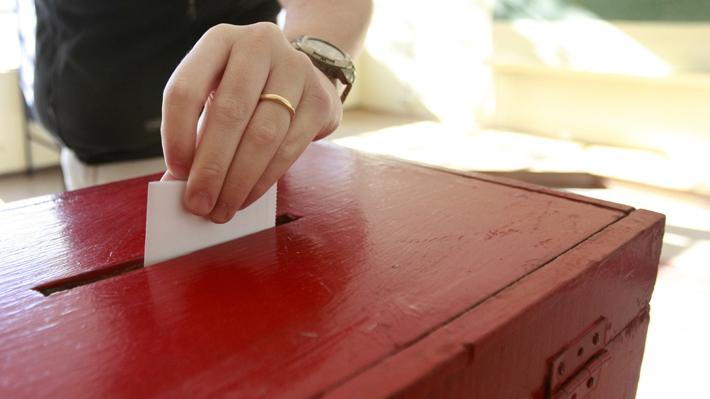 Las complicaciones que surgen a pocos días de la consulta municipal: cambios de preguntas y votación de menores