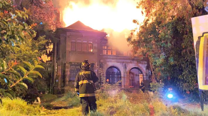 Casa Italia en Viña del Mar es afectada por incendio: Doce compañías de bomberos concurrieron