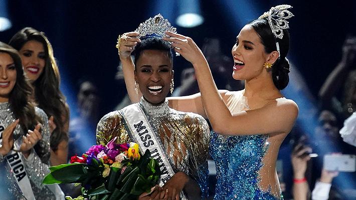"La Sudafricana Zozibini Tunzi obtiene el premio Miss Universo 2019: ""Es un honor representar a la diversidad"""