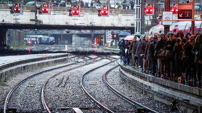 Bloqueo del transporte marca la quinta jornada de huelga en Francia por reforma previsional