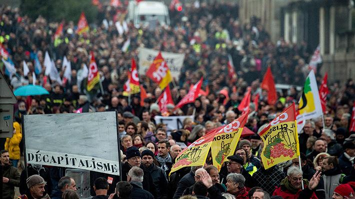 Franceses vuelven a las calles en jornada previa a anuncio del Gobierno de Macron sobre reforma previsional