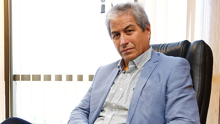 """Mario Aguilar tilda de """"indignantes"""" dichos de Briones por reajuste: """"Un profesional que gana $1,6 millones líquidos no es un rico"""""""