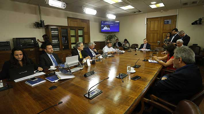 Con voto de diputado DC, comisión revisora aprueba acusación en contra del Presidente Piñera