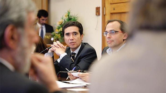 """Ministro de Hacienda enfatiza que altos cargos del sector público recibirán un """"reajuste cero"""""""