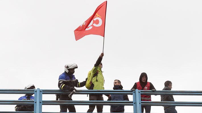 """Sindicatos franceses amenazan con aumentar las movilizaciones y señalan que """"no habrá tregua de Navidad"""""""