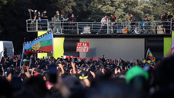 Miles de personas llegan hasta Plaza Italia para presenciar concierto de Inti Illimani, Illapu y Los Bunkers