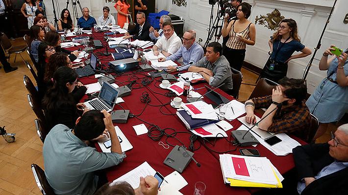 Comisión de Constitución de la Cámara aplaza para el lunes votación de reforma para iniciar proceso constituyente