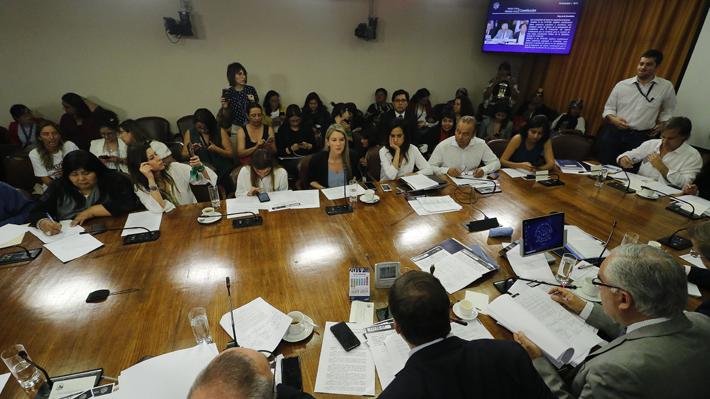 Paridad e inclusión de independientes siguen en pie: Comisión de Constitución aprueba proyectos de RN y Evópoli