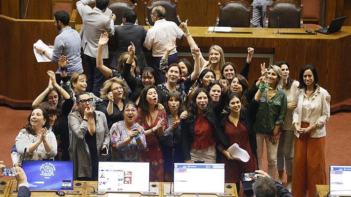 """Grupo transversal de diputadas celebra aprobación en la Cámara de paridad en proceso constituyente: """"Nunca más sin nosotras"""""""