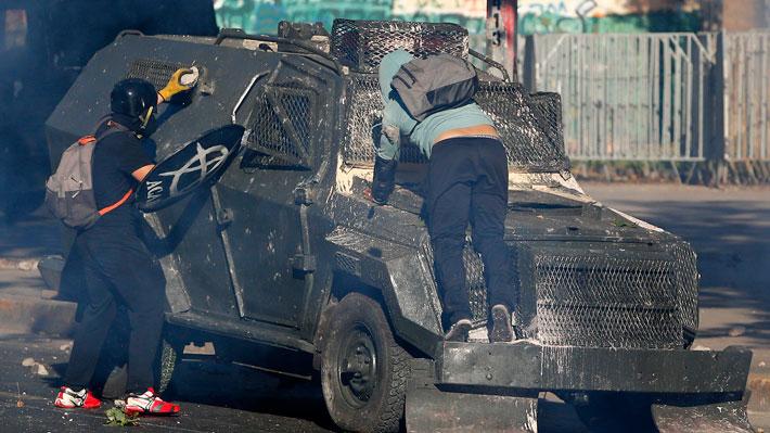 Fiscalía decide formalizar por cuasidelito de lesiones graves a carabinero detenido tras atropello de joven en Plaza Baquedano
