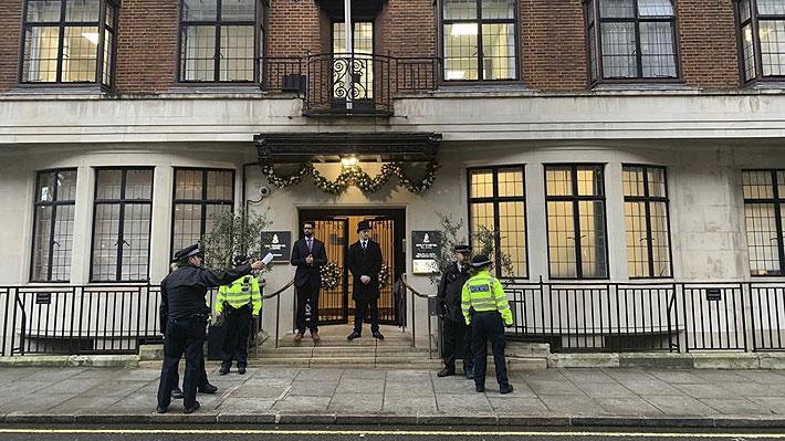 """Príncipe Carlos se refiere a la hospitalización del duque de Edimburgo: """"Lo están cuidando muy bien"""""""