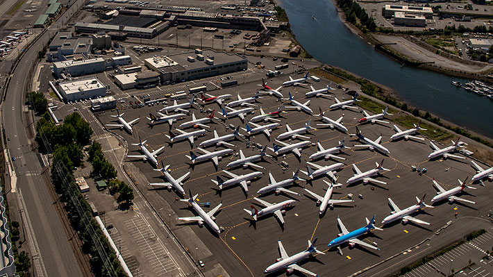 Gigante aeronáutica Boeing despide a su CEO en medio de crisis tras accidentes del 737 MAX