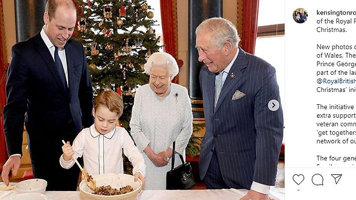 Isabel II y sus tres herederos al trono cocinaron un tradicional pan de Navidad para veteranos de guerra
