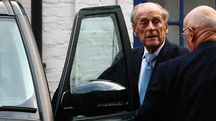 Duque de Edimburgo abandona el hospital tras estar cuatro días internado