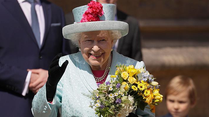 Isabel II comparte foto navideña dejando de lado a los Sussex: Harry y Meghan realizan otra con nueva imagen de Archie
