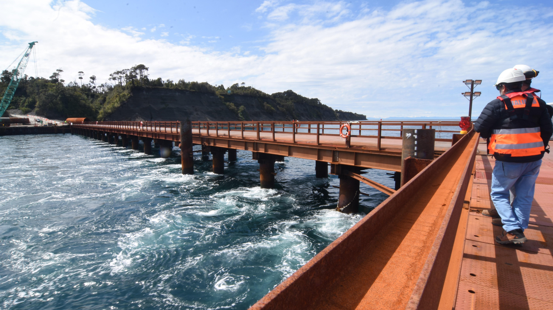 """Puente Chacao: Los efectos económicos que podría generar la """"diferencia de opinión"""" del MOP y Hyundai en Chiloé"""