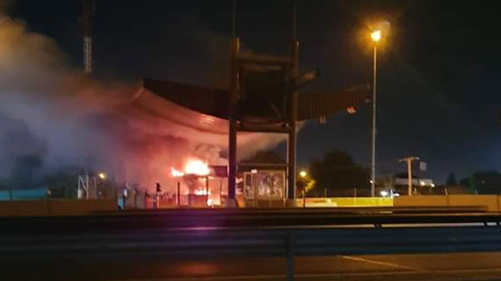 Incendiaron tres casetas de peaje en Ruta 78: Habían sido habilitadas hace 24 horas