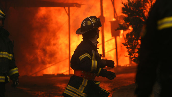 Chile inicia 2020 con seis incendios forestales activos, 18 controlados y uno extinguido