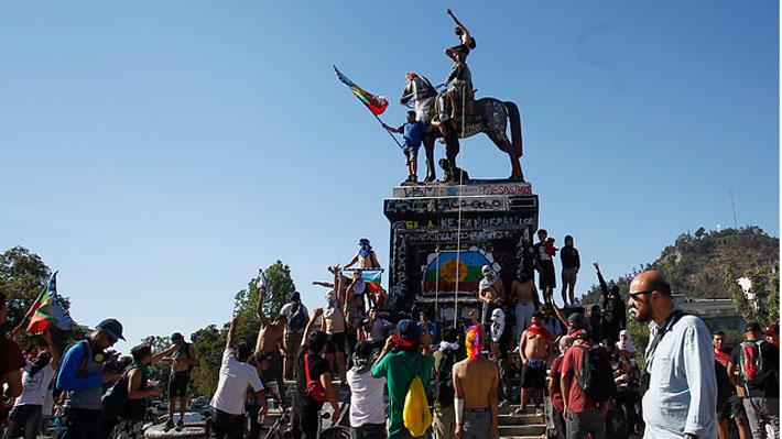 Consejo de Monumentos evaluará el miércoles si retira estatua del general Baquedano de Plaza Italia