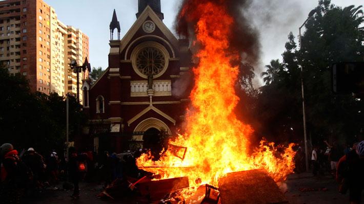 Carabineros detuvo a un sujeto acusado de provocar incendio en iglesia de la institución